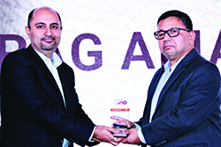 PARAG AMALNERKAR, DIRECTOR – MARKETING, NETAPP INDIA WINS ENTERPRISE IT CMO AWARD 2017. THE AWARD HAS BEEN RECEIVED ON HIS BEHALF FROM BHARAT B. ANAND, CIO, MINISTRY OF HOME AFFAIRS, GOVT. OF INDIA.