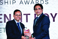 UDAYANATHAN VETTIKKAT, HEAD MARKETING, CISCO INDIA RECEIVING ENTERPRISE IT CMO AWARD 2017 FROM SANJIB MOHAPATRA, PUBLISHER, ACCENT INFO MEDIA.