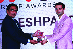 JAYDEEP DESHPANDE (JD), HEAD-MARKETING INDIA & SAARC, QLIK RECEIVES ENTERPRISE IT CMO AWARD 2017 FROM SANJIB MOHAPATRA, PUBLISHER, ACCENT INFO MEDIA.