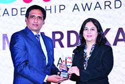 GAURI AMBARDEKAR – RAJE, SENIOR MARKETING MANAGER, KODAK ALARIS INDIA' RECEIVES EMERGING CMO AWARD 2017 FROM SANJIB MOHAPATRA, PUBLISHER, ACCENT INFO MEDIA.