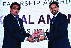 KUNAL AMAN, HEAD OF MARKETING, SAS INDIA RECEIVING ENTERPRISE IT CMO AWARD FROM SANJIB MOHAPATRA, PUBLISHER, ACCENT INFO MEDIA PUBLICATIONS.